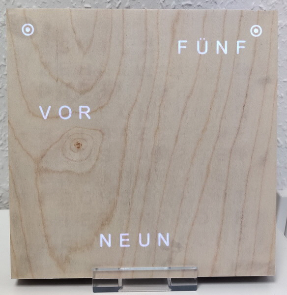"19er WordClock mit Holzfront in ""Ahorn hell"""
